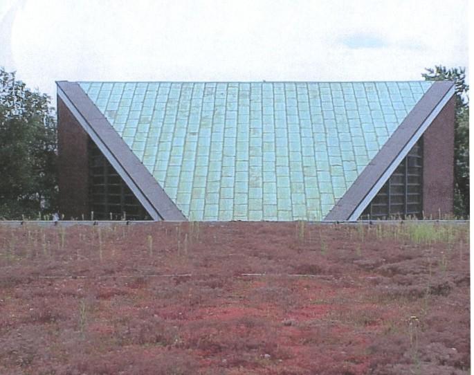 Gründachaufbau mit Wärmedämmung System Icopal. Dahinter Kupferdach mit Ortgangausbildung - Gotteshaus